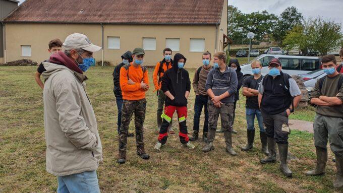 Olivier LEGER et un groupe d'élèves